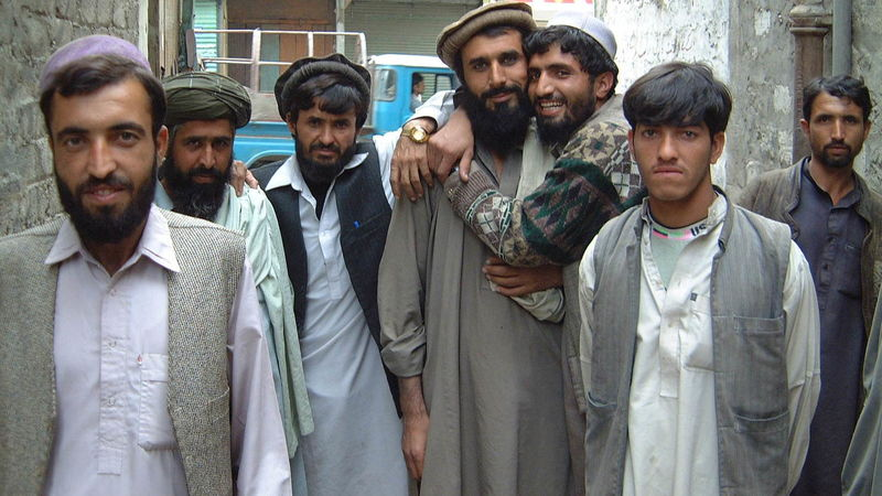 "Illustrasjonsfoto fra sxc.hu: ""A group of young men living in Chitral, Pakistan - probably Afghan refugees"""